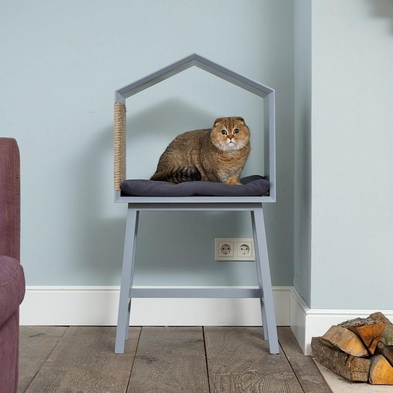 Домик для кошки из стула