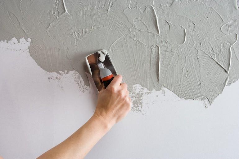 Чем ровнее стена, тем легче наносить штукатурку