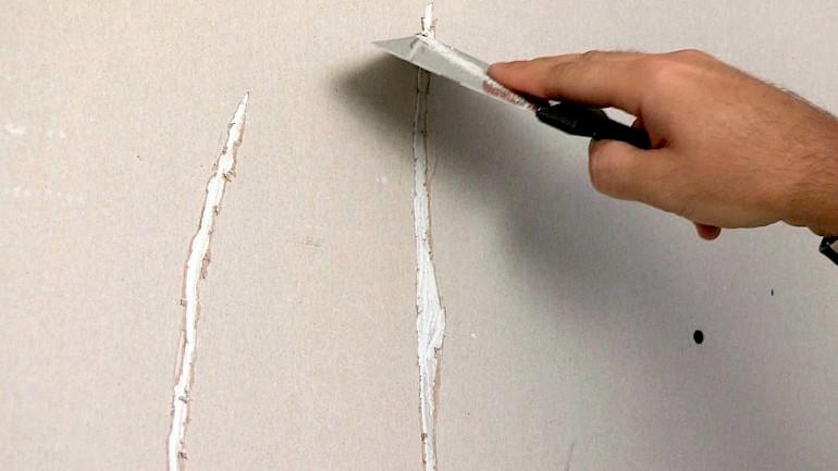 Необходимо заделать трещины в стене