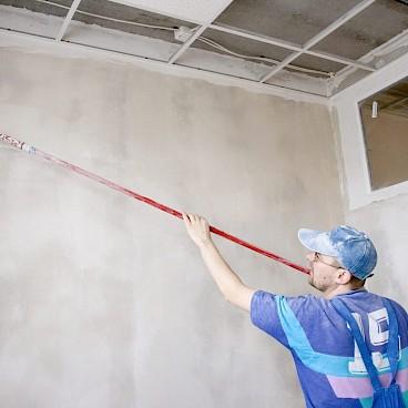 Грунтовка стен перед нанесением обоев