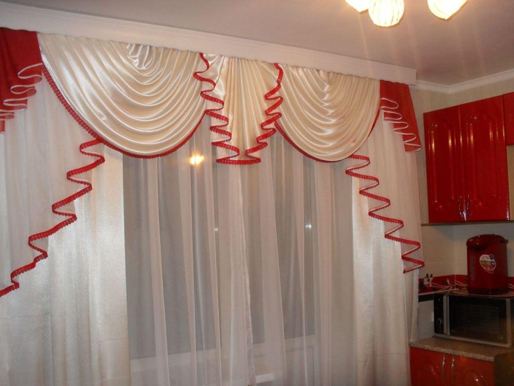 шторы с ламбрикенами для просторной кухни