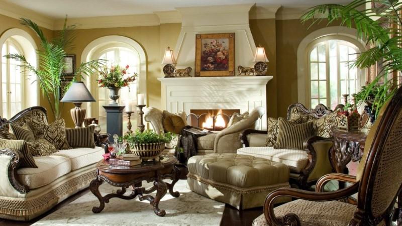 классическая мебель в гостиной с камином