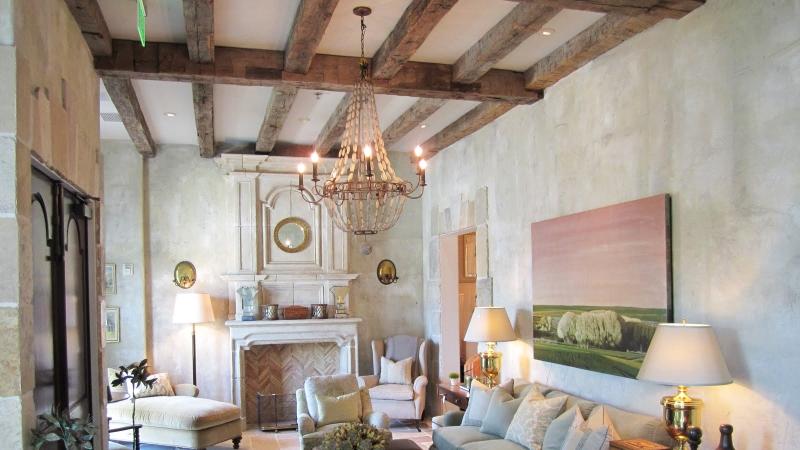 потолок в стиле прованс гостиной