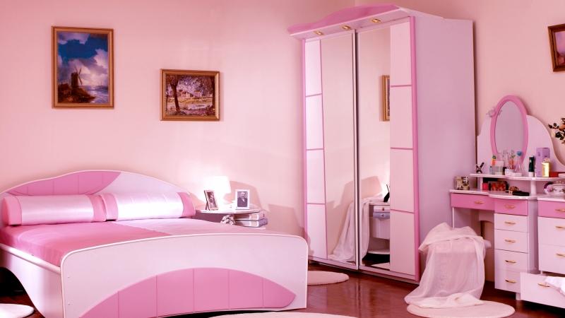 розовые обои в спальню