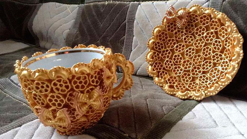 чашка из макарон