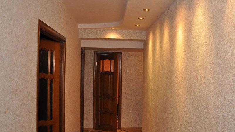 фото жидких обоев в коридоре