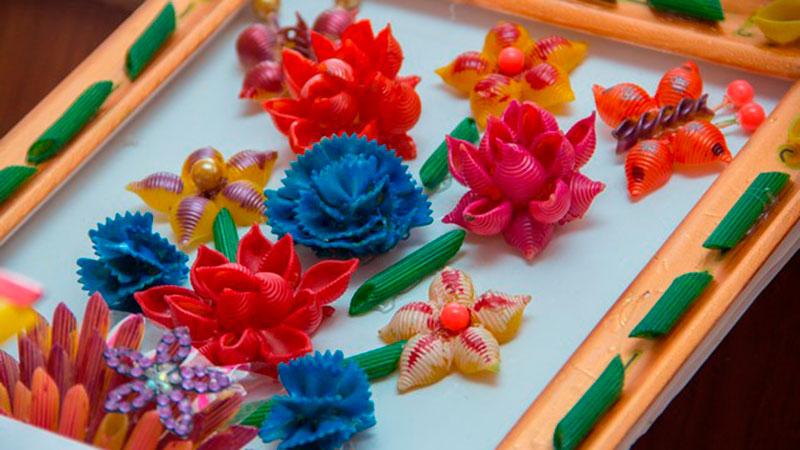 окрашивание макарон разными красками