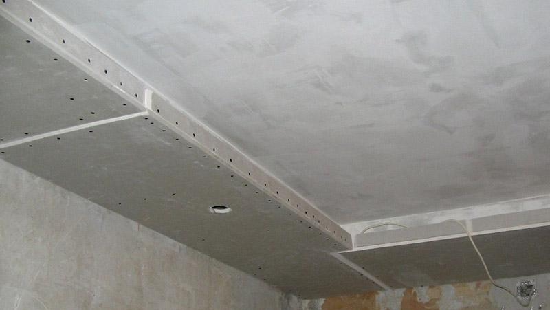 подготовка к монтажу потолочного плинтуса