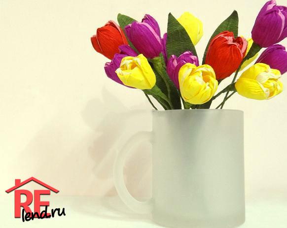 тюльпан из гофрированной бумаги готов
