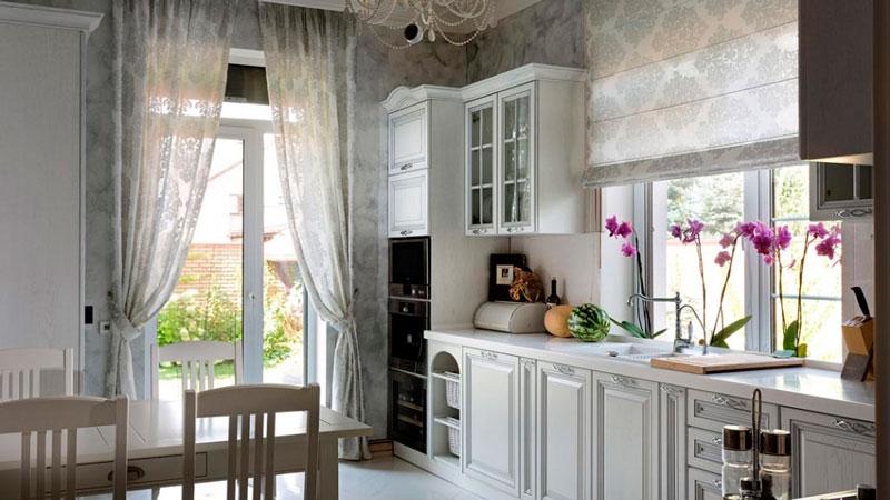 двери и окна на кухне прованса
