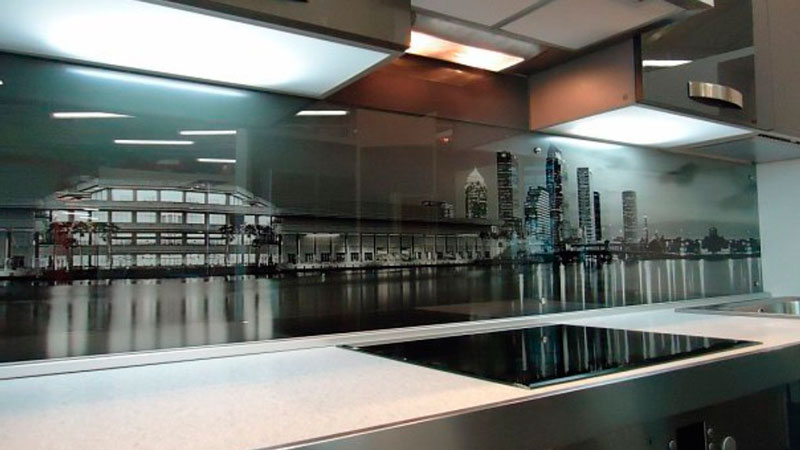 stenovaya-panel-iz-stekla